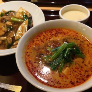 担々麺と中華丼ハーフ